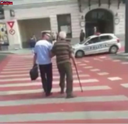 Cluj: Gestul unui polițist de la rutieră, salutat cu respect pe Facebook VIDEO