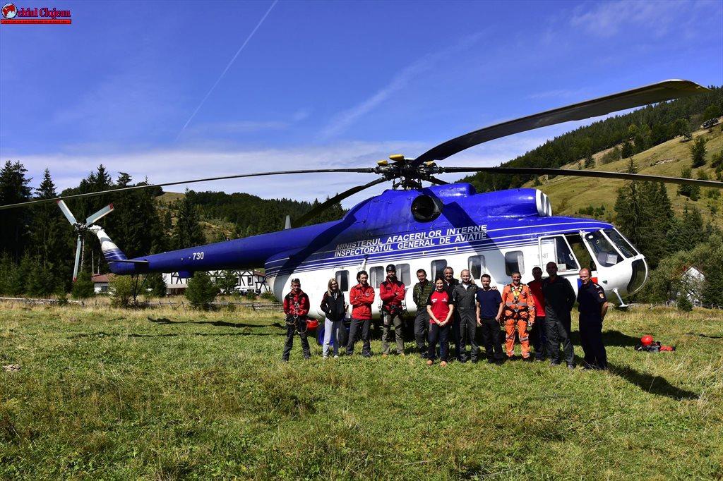 CJ Cluj – Salvamontiștii clujeni se perfecționează în domeniul salvărilor de victime cu elicopterul