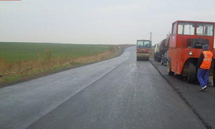 Lucrări de asfaltare pe drumul județean 107F limită cu județul Alba – Luncani (DN15) FOTO