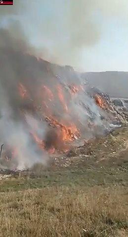 Incendiu la rampa temporară de gunoi a Clujului VIDEO