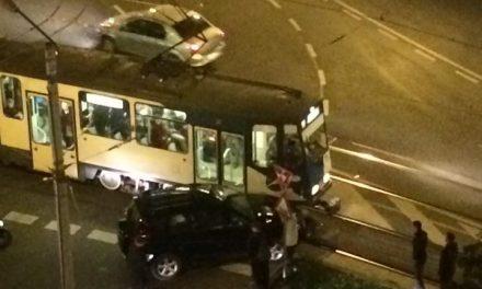 Impact între un tramvai și un autoturism în Mănăștur FOTO