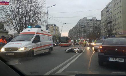 Accident pe Fabricii! Un motociclist a ajuns la spital FOTO