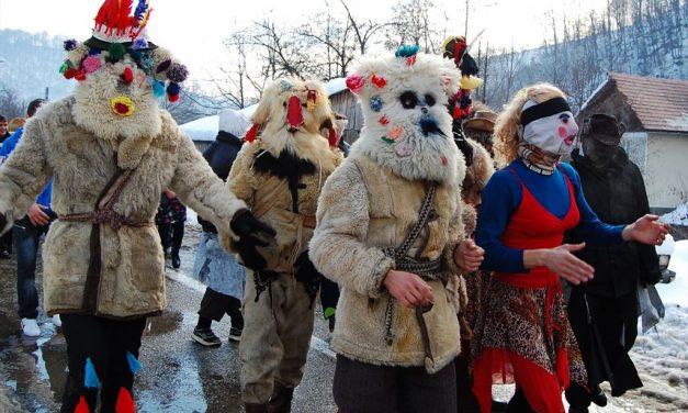 """Cluj: Fotoreportajul etnografic """"Dansul măștilor"""""""
