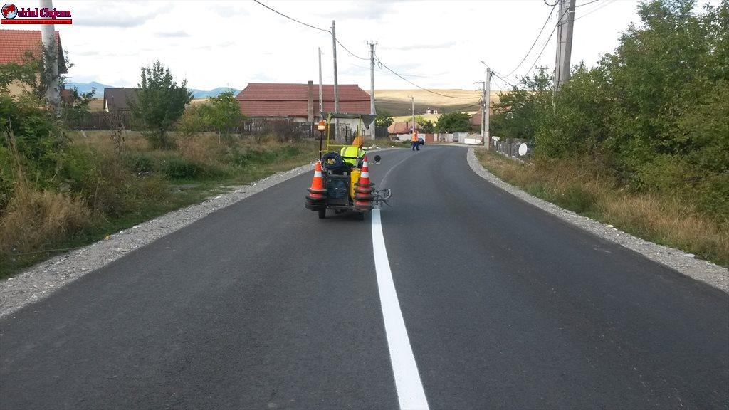 Cluj: Lucrări de marcaje rutiere pe mai multe drumuri judeţene FOTO