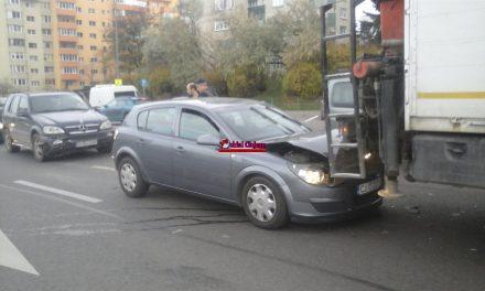 Accident pe Calea Florești. Două mașini și un camion implicate FOTO