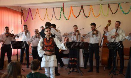 Valori autentice românești promovate în rândul tinerilor clujeni, în anul Centenarului FOTO