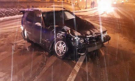 Accident în Mărăști! Un BMW a lovit trei mașini parcate FOTO