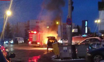 Incendiu pe strada Observatorului. Un autoturism a fost cuprins de flăcări VIDEO
