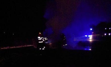 Incendiu în Viștea! Un autoturism a luat foc  FOTO