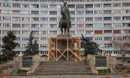 Statuia domnitorului Mihai Viteazul din Cluj-Napoca a intrat în proces de restaurare