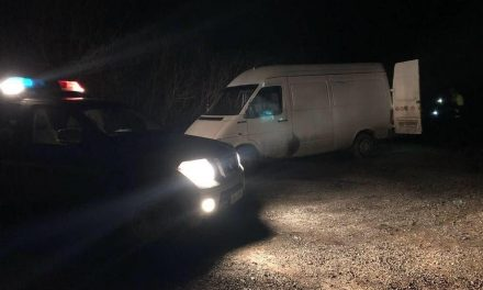Cluj: Autotutilitară plină cu lemne, confiscată de polițiști la Someșu Rece  FOTO