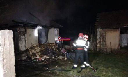 Locuință cuprinsă de flăcări în Ghirolt. O persoană a ajuns la spital FOTO