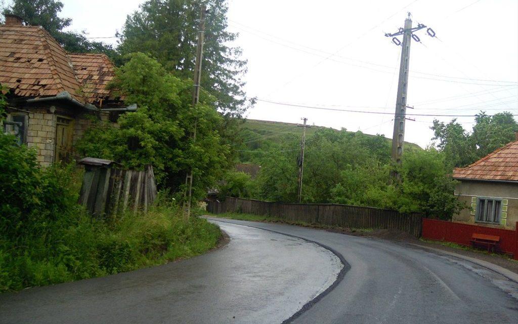 Lucrări de asfaltare pe drumul județean DJ 108C -Ardeova FOTO