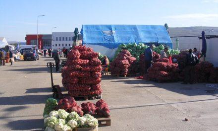 Piața de la Dezmir îi așteaptă pe clujeni cu cele mai ieftine legume și fructe