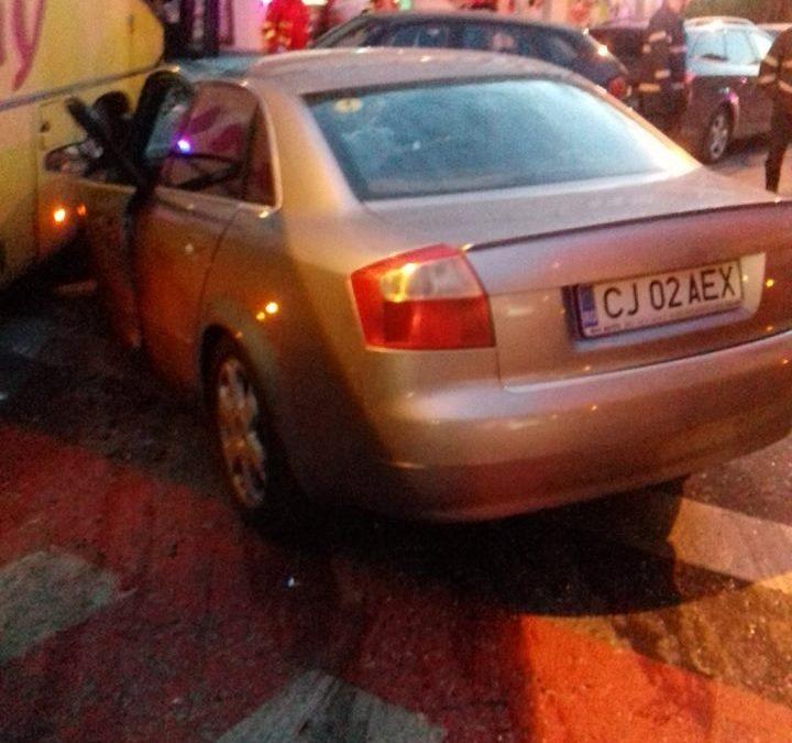 UPDATE Accident cu două autoturisme și un autocar pe strada București. Martori spun că șoferul era băut, politia spune că nu   FOTO