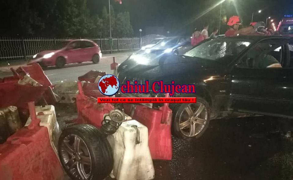 """Accident cu  victime la Metro. A """"zburat"""" cu BMW-U pe contrasens peste parapeți FOTO"""