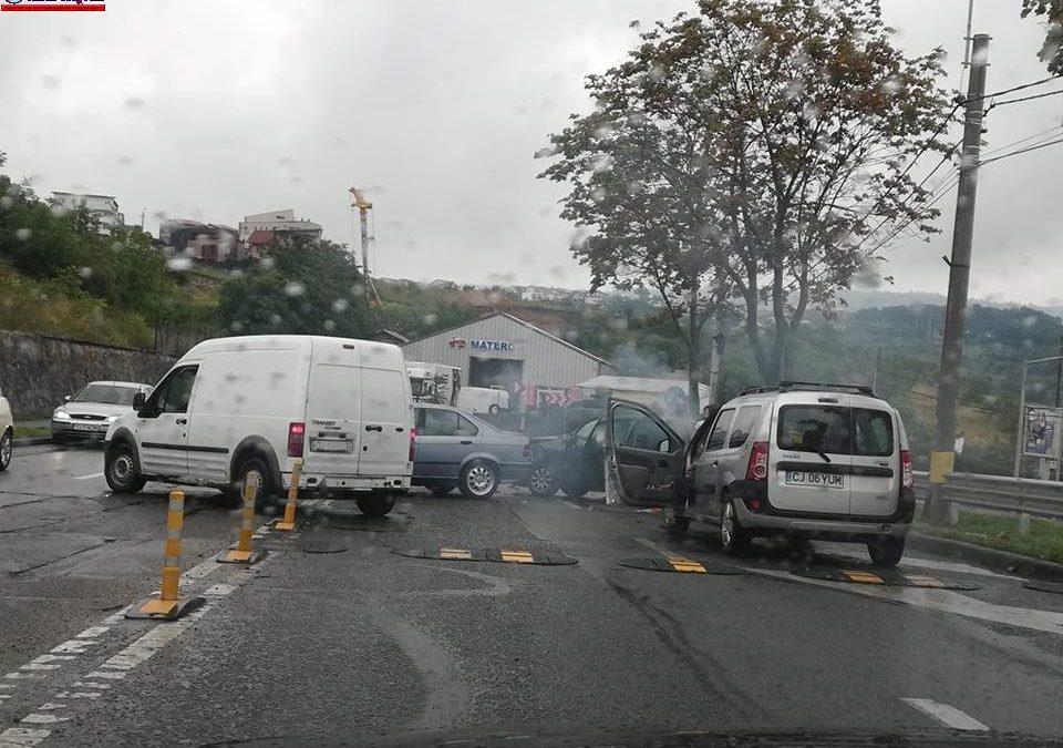 Accident pe Varianta Zorilor-Mănăștur. Mai multe autoturisme au fost implicate FOTO