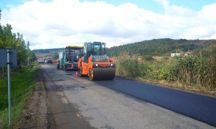 Cluj: Au început lucrările de  asfaltare a tronsonului Vultureni – Şoimeni – Băbuţiu – Deuşu – Chinteni situat pe drumul județean 109A  FOTO