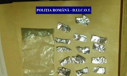 Cluj: Percheziții domiciliare la persoane bănuite de trafic de droguri de risc și de mare risc și efectuare de operațiuni cu substanțe psihoactive FOTO