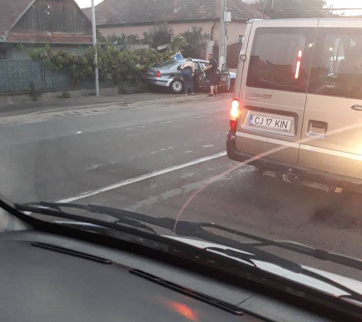 Impact între două autoturisme în Florești. O persoană a ajuns la spital FOTO