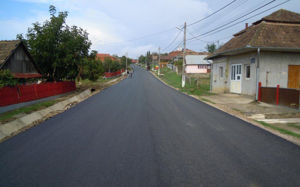 Cluj: Au fost finalizate lucrările de asfaltare pe drumul județean 161A Iuriu de Câmpie – Ceanu Mare