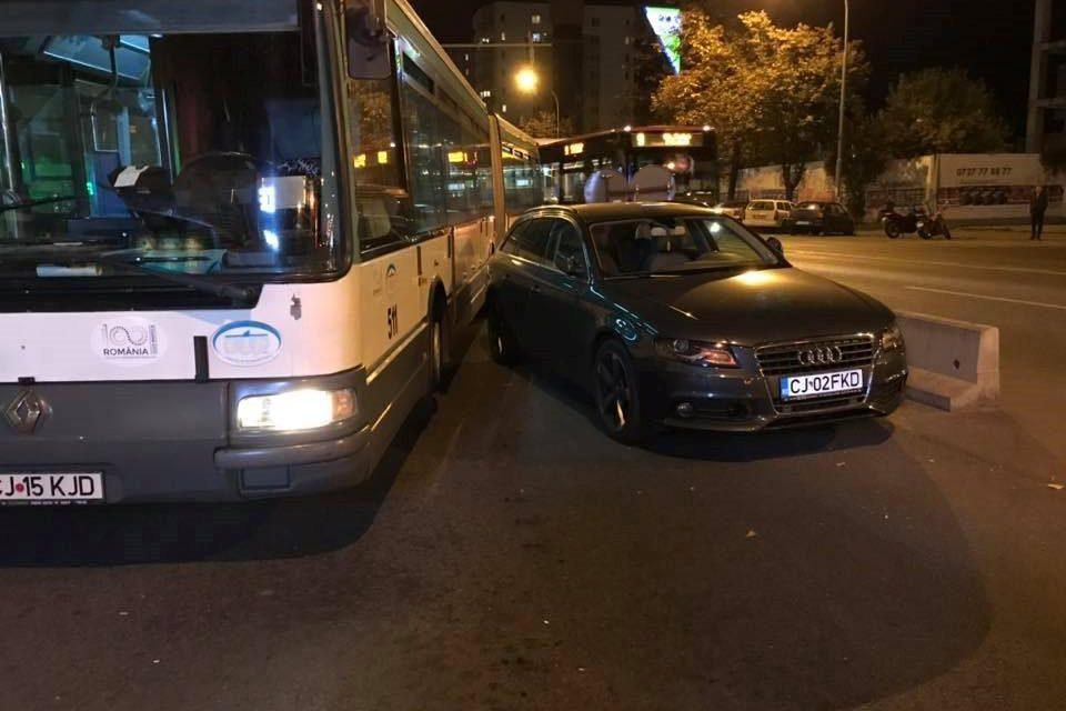 Autobuz blocat în stație pe Calea Florești FOTO