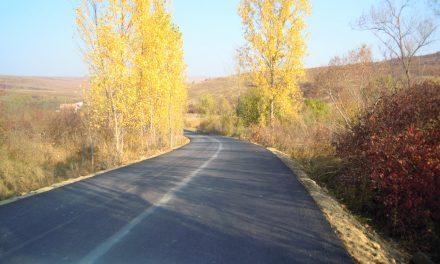 Consiliul Județean Cluj anunță că au fost finalizate lucrările de asfaltare pe drumul județean 109V Pădureni – Satu Lung