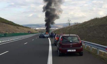 Incendiu pe autostrada A3. Autoturism distrus de flăcări VIDEO