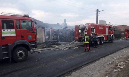 Incendiu în satul Pâglișa! 3 case au fost distruse FOTO