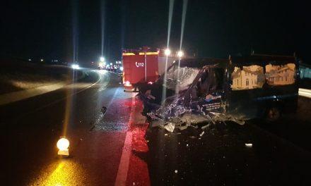 Accident în Răscruci, produs de un șofer rupt de beat. Rulota s-a împrăștiat pe drum  FOTO