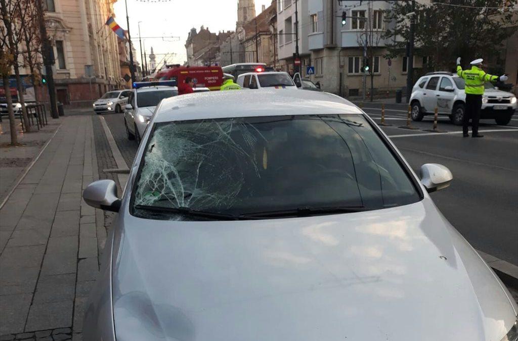 Pieton rănit grav de un autoturism pe strada Memorandumului FOTO