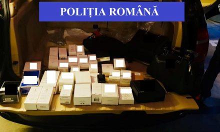 Parfumuri contrafăcute, ridicate de poliţişti din parcarea unui centru comercial din Cluj-Napoca
