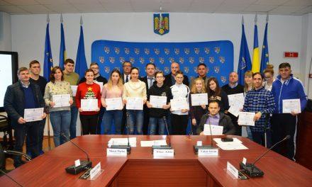 Tinerii clujeni cu rezultate deosebite în an Centenar, premiați de Consiliul Județean Cluj  FOTO