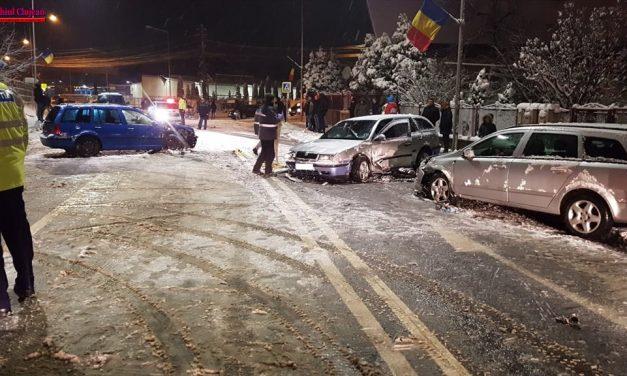 Accident cu două victime pe Calea Baciului. Traficul este blocat FOTO