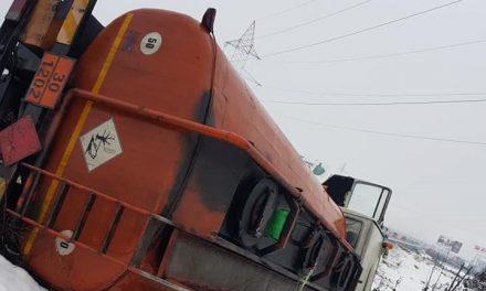 Accident în Florești! O cisternă plină cu motorină s-a răsturnat FOTO