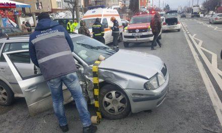 Accident cu mai multe mașini pe Corneliu Coposu. Una a fost proiectată pe contrasens FOTO
