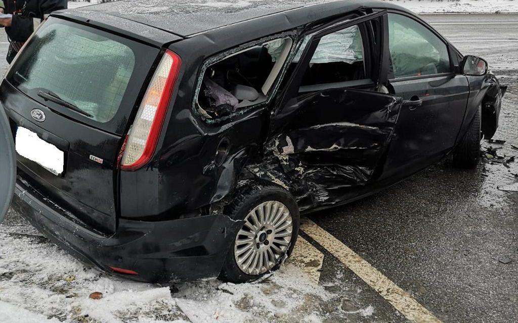 Accident cu două victime la Dej. Trei autoturisme au fost  implicate  FOTO