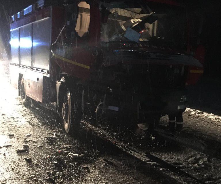 Cluj: Impact între o autospecială de pompieri și un camion FOTO