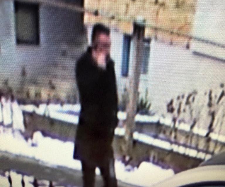 """Poliția Cluj cere sprijinul cetățenilor pentru identificarea unui bărbat care înșală prin metoda """"ACCIDENTUL"""" VIDEO"""