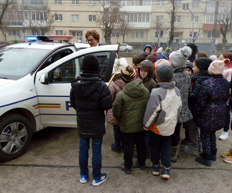 Acțiuni de prevenire în școlile clujene. 375 de elevi au participat FOTO