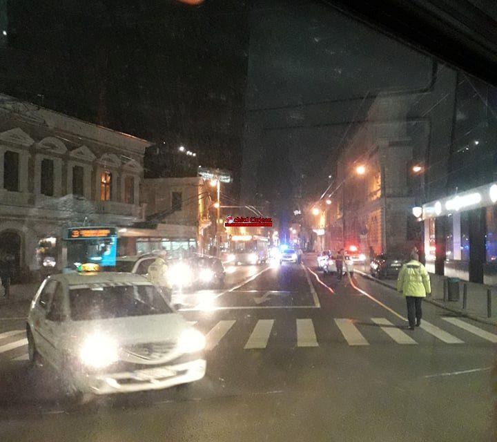 Pieton rănit de un autoturism în timp ce traversa regulamentar strada Regele Ferdinand FOTO