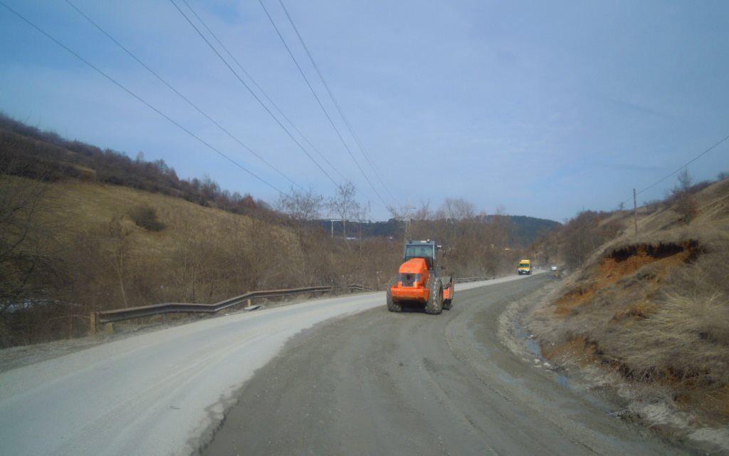 Cluj: Lucrări de îmbunătățire a condițiilor de circulație pe drumul județean 107M FOTO
