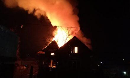 Incendiu la un imobil din Chinteni FOTO