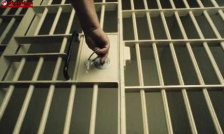 Cluj: A ajuns în arest după ce s-a urcat la volan fără permis