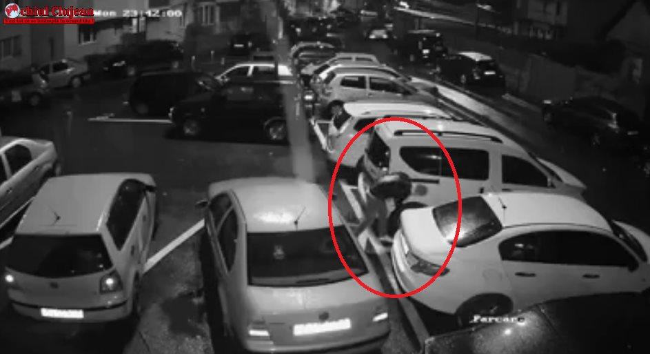 Filmat în timp ce sparge roțile mașinilor aflate într-o parcare din Mănăștur VIDEO