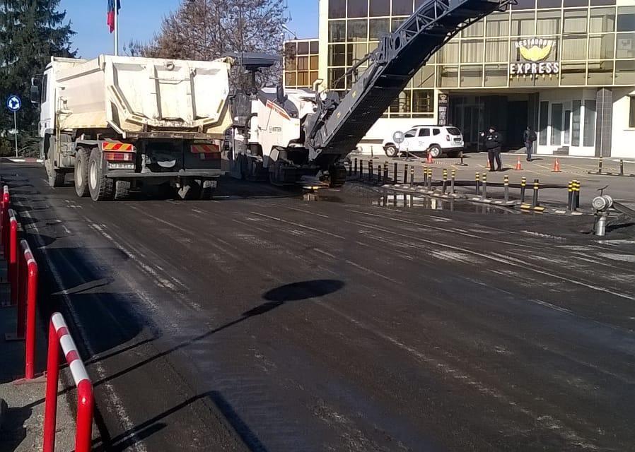 Au început lucrările de remediere la parcarea Aeroportului clujean FOTO