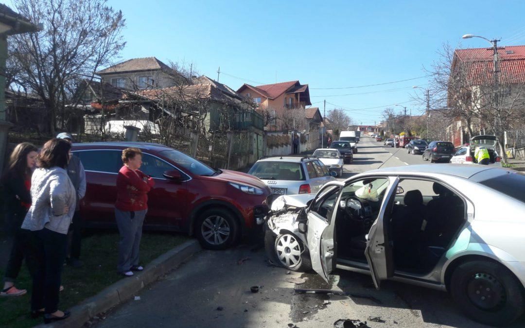 Accident cu trei mașini în Cluj-Napoca, produs de un șofer beat FOTO