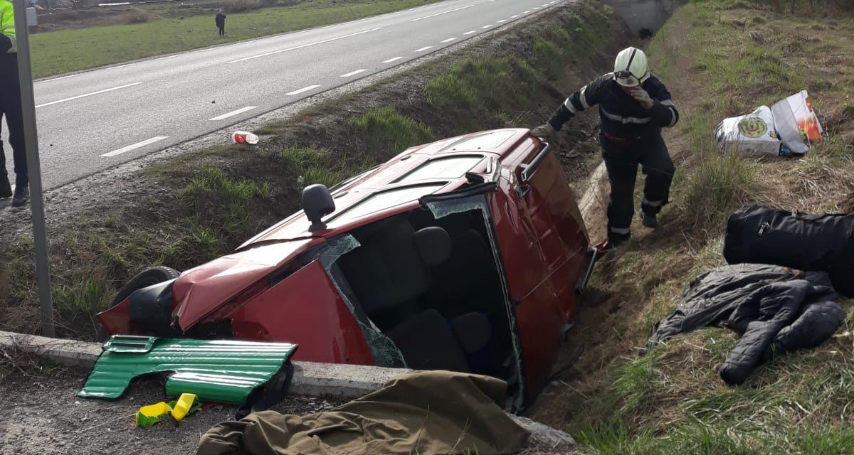 Accident GRAV pe DN 1C. Două persoane au ajuns la spital FOTO