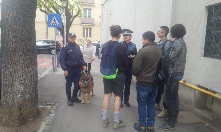 Activități ale polițiștilor clujeni pentru prevenirea înșelăciunilor prin metoda Accidentul, furturilor din buzunare, locuinţe şi autoturisme FOTO