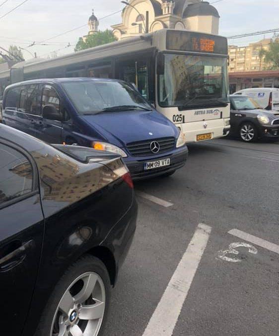 Incident în trafic la Cluj. Un șofer CTP a fost șpreiat de un individ FOTO